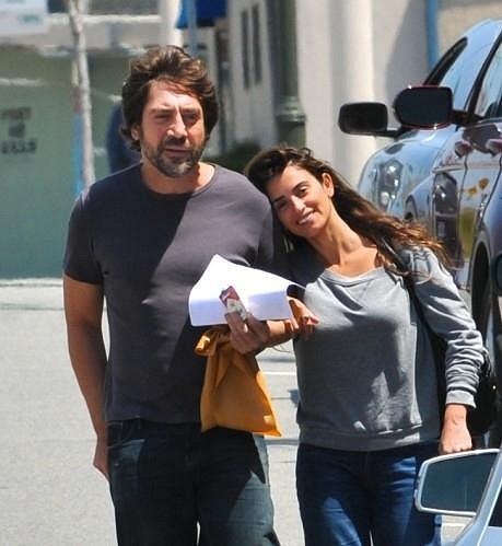 Javier se svou krásnou ženou Penélope Cruz.