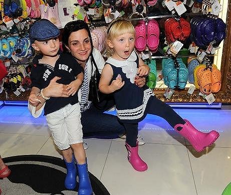 Michaela Maurerová s dětmi Pepíkem a Madlou.
