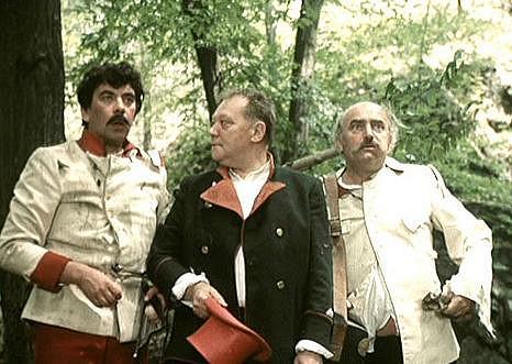 Petr Čepek, Rudolf Hrušínský a Josef Somr ve filmu Tři veteráni (1983).