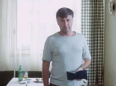 Ladislav Potměšil v roli přísného otce Horáčka ve filmu Discopříběh.
