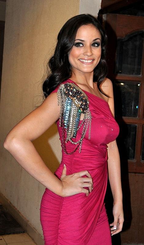 Sexy Caterina je sestřenicí zpěvačky a herečky Jennifer Lopez.