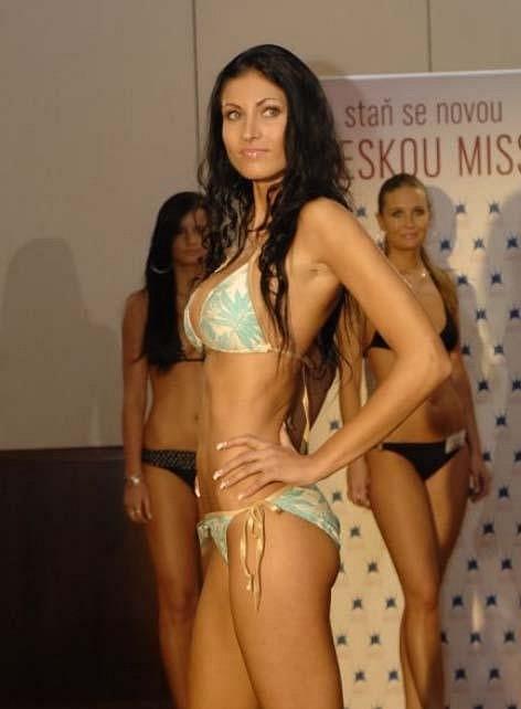 Už v roce 2009 patřila mezi nejprsatější finalistky České Miss.