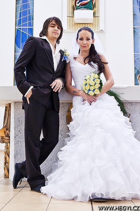 Agáta Hanychová při svatbě na nečisto.