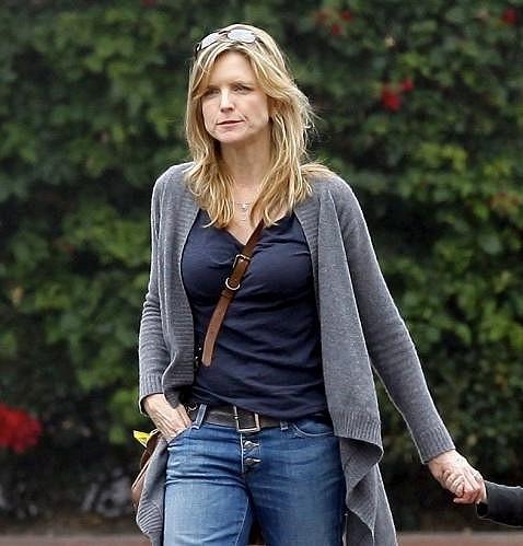 Pohledná herečka má stále perfektní postavu.
