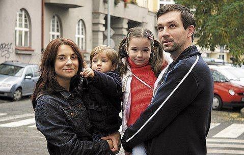 Herec a režisér Ondřej Sokol s bývalou manželkou Kateřinou Lojdovou a dětmi.