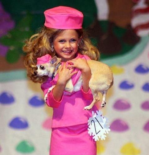 Malá panenka Barbie nebo mini Paris Hilton?