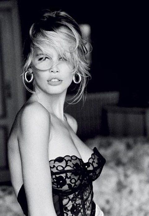 Claudia se stala tváří značky Guess i k jejich 30. výročí.