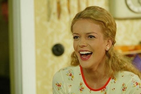 Andrea prošla v retro seriálu řadou proměn.