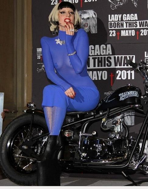 Lady Gaga měla na nohou kopyta.