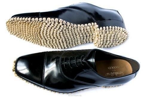 Neobvyklá obuv se hodí kupříkladu na Halloween.