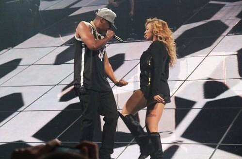 Beyoncé během vystoupení s manželem Jay-Z.