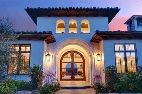 Zpěvaččino nové sídlo se nachází padesát kilometrů od Los Angeles.