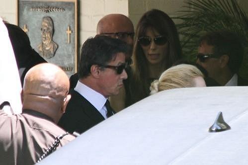 Herci byla nablízku jeho manželka Jennifer Flavin.