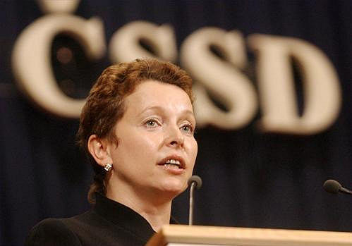 Petra Buzková v roce 2005 coby ministryně školství.
