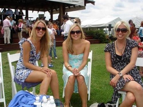 Bývalá přítelkyně Mika Tindalla Jessica Palmer (vlevo).
