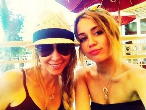 Miley Cyrus s maminkou Tish.