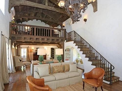 Dům dýchá idylickou atmosférou.