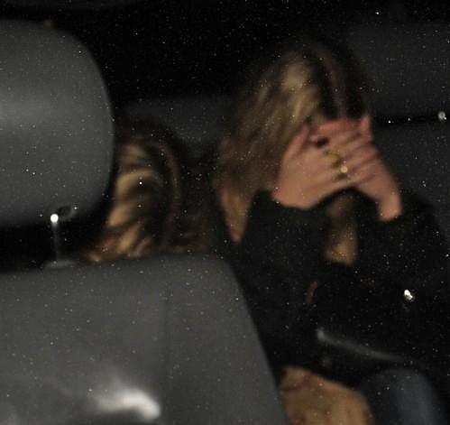 Mary-Kate i Ashley se snažily skrývat své obličeje do poslední chvíle.