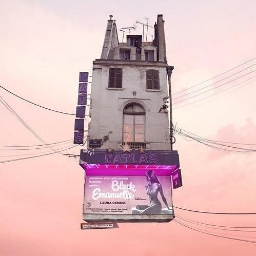 Surrealistický pohled do oblak Laurenta Chehere.