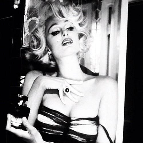 Paris Hilton jako Marilyn Monroe.