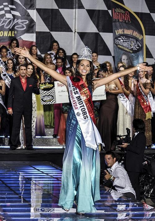 Chvíle radosti. Kořínková se právě stala vítězkou mezinárodní Miss.