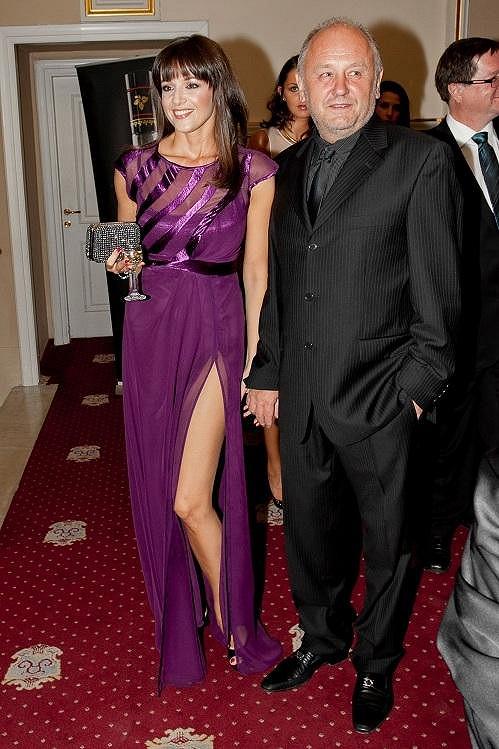 Iva Kubelková s partnerem. Seklo jí to a vypadala moc spokojeně.
