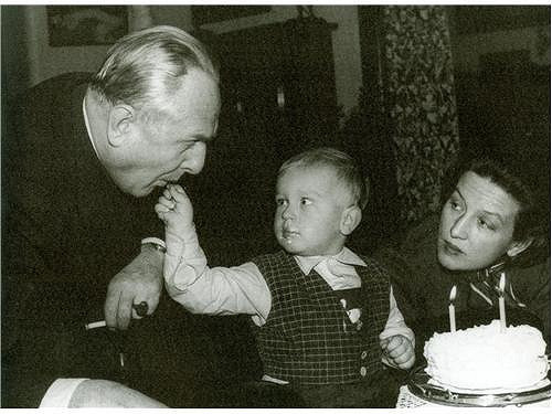 Václav Vydra se svými rodiči.