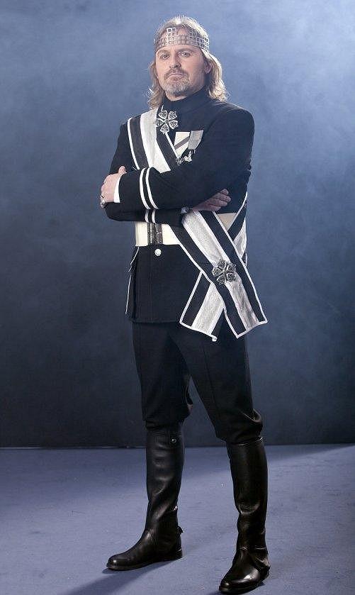 Pepa Vojtek v Hamletovi.