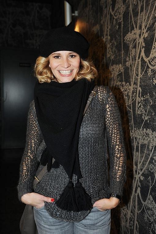 Monika Absolonová přišla v čapce.