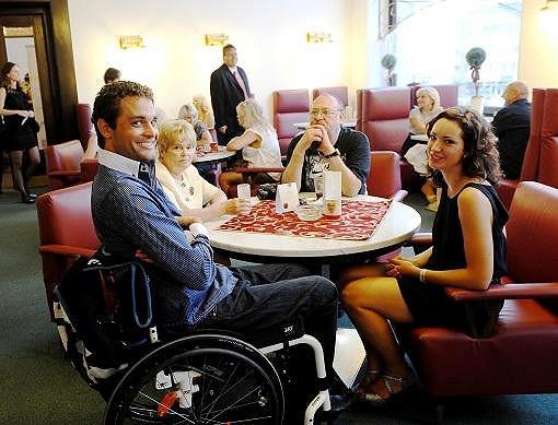 Bývalý Muž roku, ochrnutý Martin Zach, se poprvé po rozchodu s přítekyní ukázal s novou kráskou.
