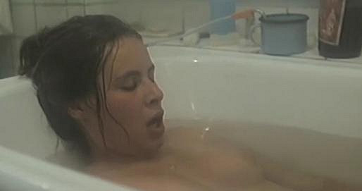 Lenka Vlasáková v první roli předvedla tělo v celé své kráse.