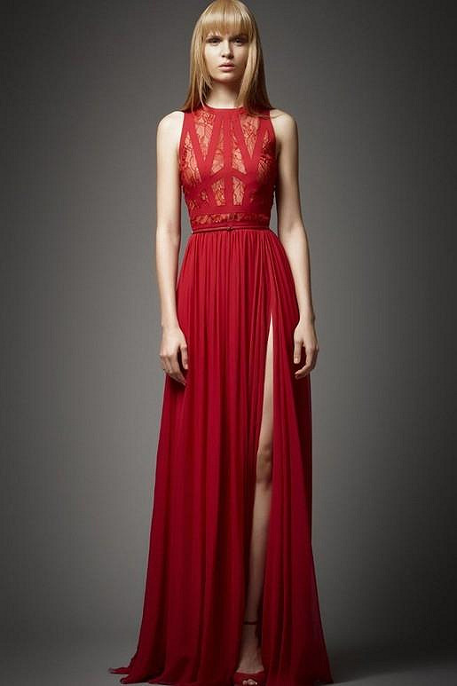 Šaty od Elieho Saaba na modelce.
