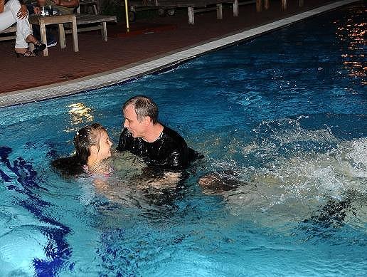 Vodní hrátky v nevyhřívaném bazénu v Erpetu.