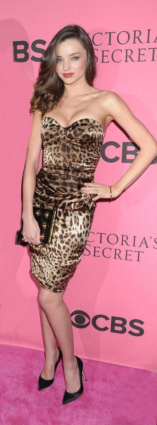 Miranda Kerr vypadala v tygrovaných šatech úchvatně.