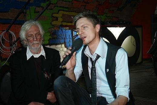Ondřej Ruml Petru Hapkovi zpíval jeho píseň. Petr Hapka se zaposlouchal.
