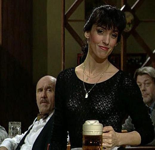 Evu si diváci oblíbili v seriálu Hospoda (1996).