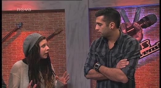 Simona se snaží svého parťáka Michala Chrenka přesvědčit, že je zcela střízlivá.