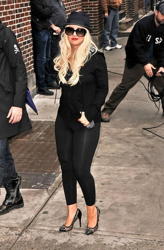 Christina Aguilera zvolila vzhledem ke své kypré postavě nelichotivé legíny.
