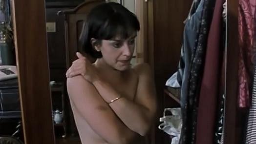 Tereza Brodská se ve filmu Dvojrole předvedla nahá do půli těla.
