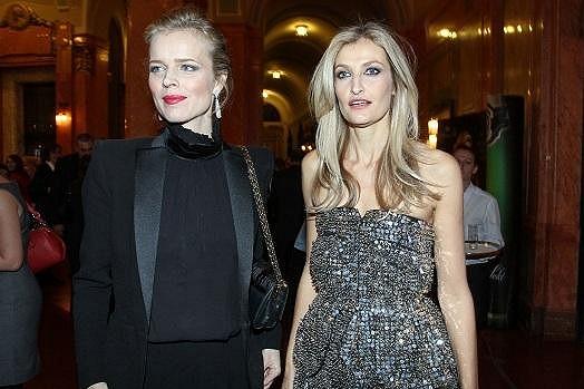 Tereza s Evou na párty.