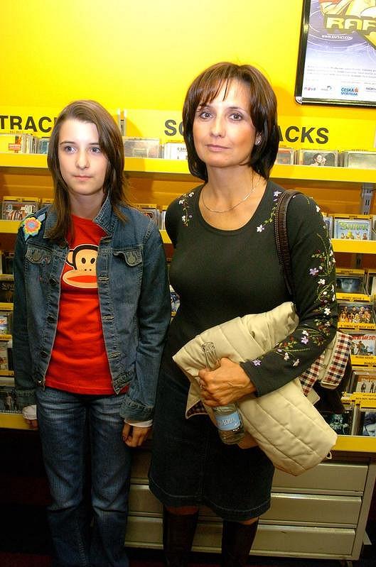 Veronika Freimanová s mladší dcerou Markétou.