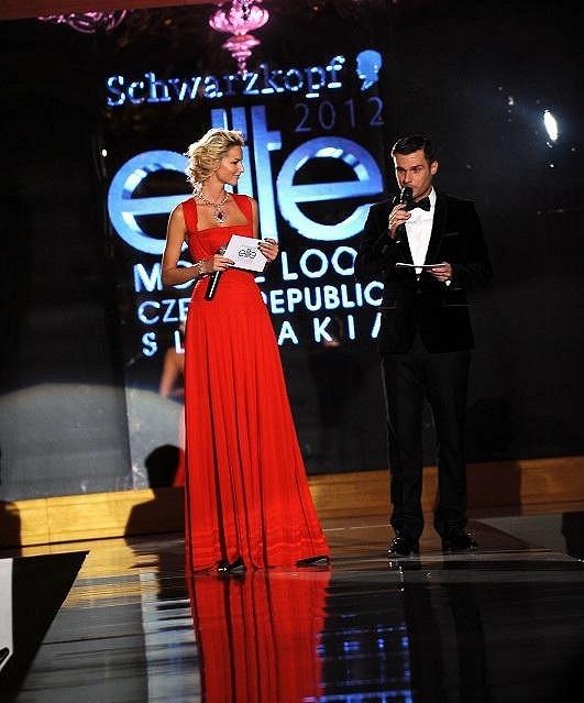 Leoš Mareš část večera uváděl s expřítelkyní Michaelou Kociánovou.