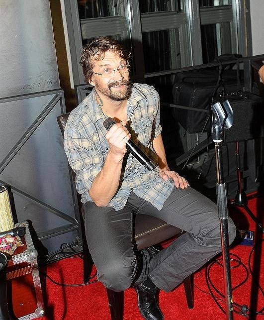 Ne večírku zpíval Dan Bárta.
