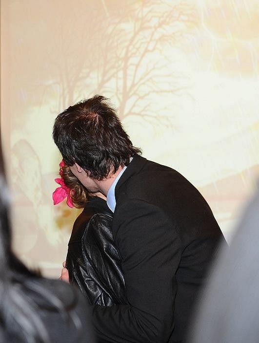 Anna s Jakubem se v růžku Lucerny líbali.