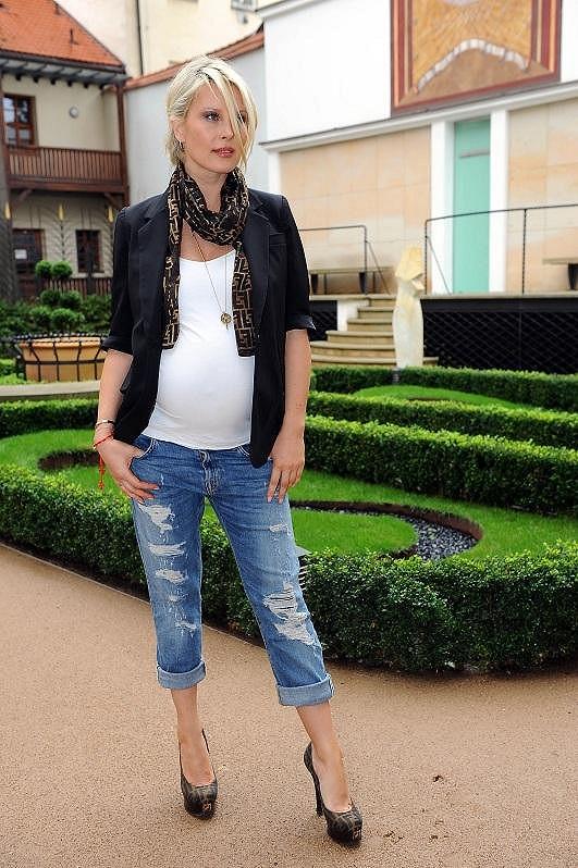 Krainová popírá představu, jak by měla vypadat těhotná čtyřicítka.
