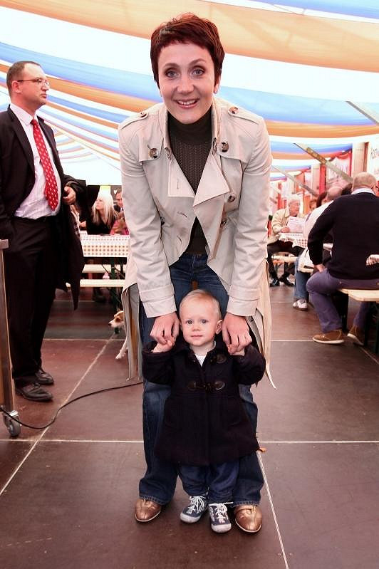 Dcerka Sára je podobná na tatínka i na maminku.