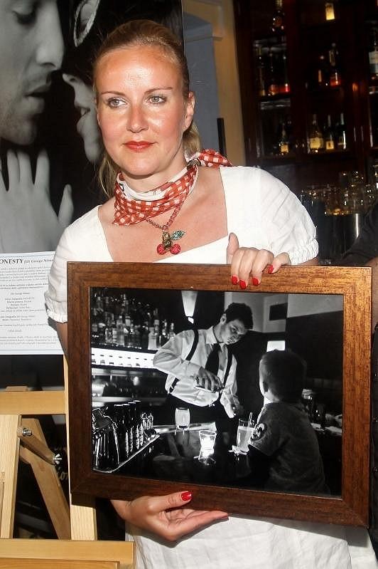 Vendula s fotkou barmanů.