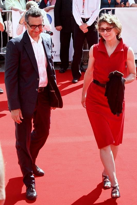 John Turturro přijel s manželkou.