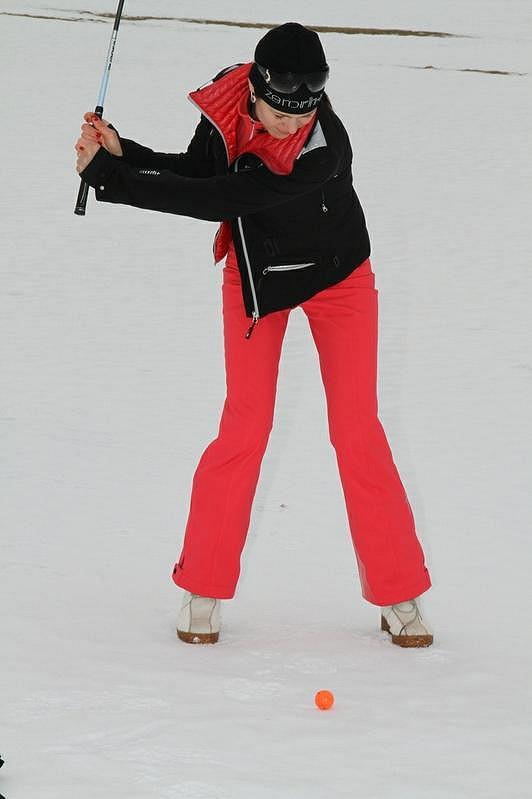 Misska Jana Doleželová hraje golf i na sněhu.