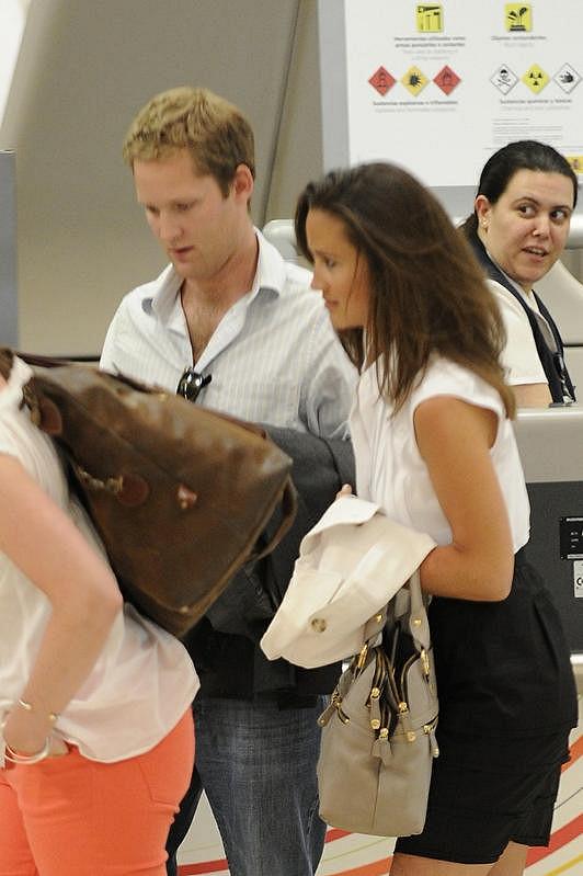 Pippa Middleton a její bývalý milenec George Percy na letišti v Madridu.